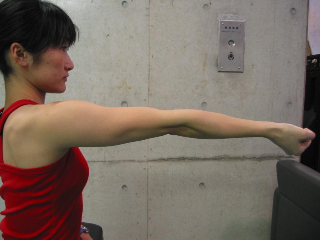 過伸展15度以上(反張肘)