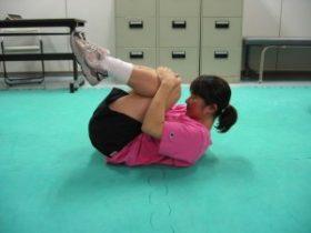 腰部のストレッチ(腰椎が前弯している方向け)