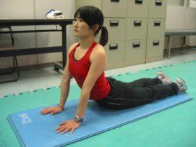 腹部のストレッチ(腰椎が後弯している方向け)